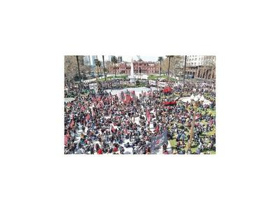 Vuelven  las protestas y las ollas populares en Argentina