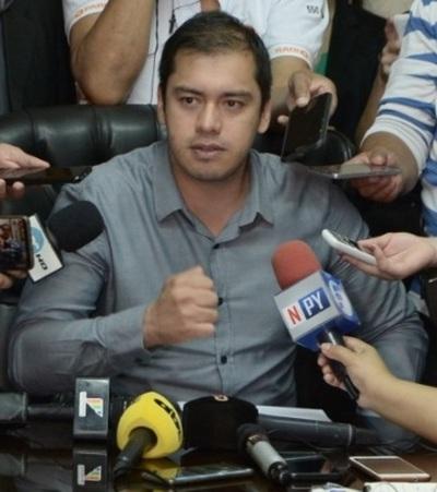 Prieto repudia invasiones