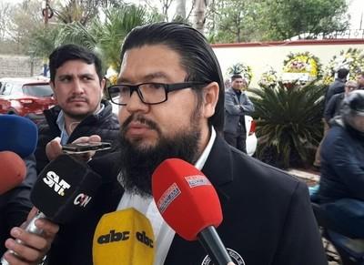 Familiares de comisario fallecido exigen la salida del ministro del Interior