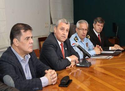 Villamayor niega responsabilidad de Policía en fuga y continúa lavándose las manos