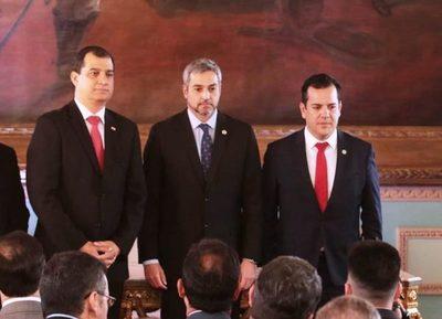 Abdo Benítez toma juramento a nuevos ministros de Agricultura y de Justicia