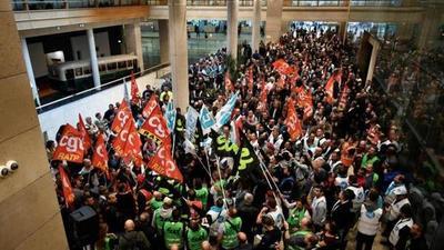 Jornada de caos en París por huelga de transportistas contra la reforma de las pensiones
