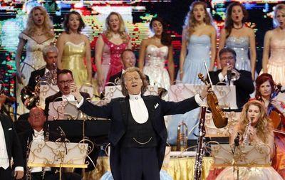 André Rieu pone de pie a Bogotá en su primer concierto con ritmos del mundo