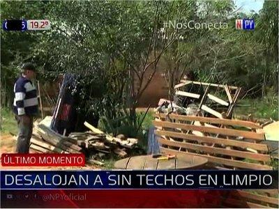 Unas 100 familias son desalojadas de un inmueble en Limpio