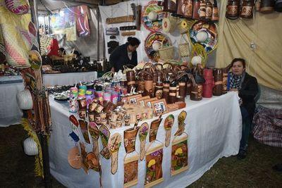 Prosigue la Expo Ayolas con atractivas artesanías