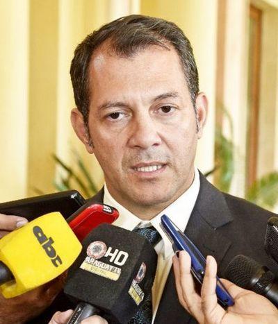 Gobernador denuncia adulteración de pagaré que firmó para campaña política