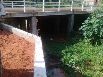 Desvían arroyo durante obras de estación de servicio en Luque