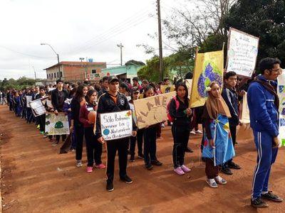 """Unos 1500 jóvenes participaron de """"Fiesta estudiantil un día sin celulares"""""""