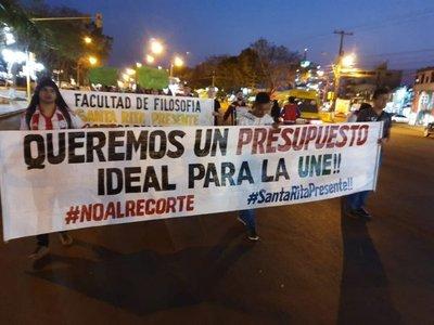 Alto Paraná: Estudiantes y docentes de la UNE cierran rutas