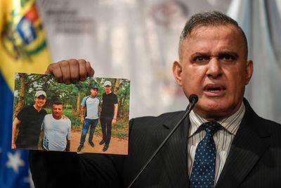 "Maduro dice que fotos de Guaidó con paramilitares son ""tremendo escándalo"""