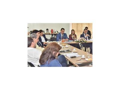 Bacigalupo recibe respaldo de sindicatos y empresarios