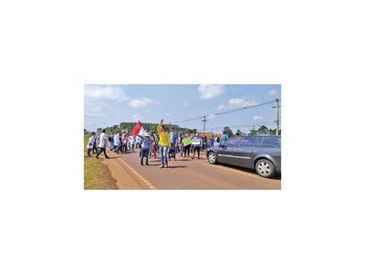 UNE: Alumnos cierran ruta  2 por recorte al presupuesto