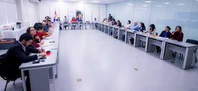Dialogan sobre situación y regulación de internados en escuelas agrícolas