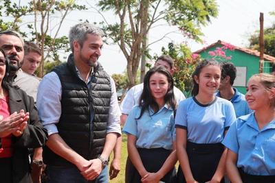 Gobierno renueva instalaciones de escuelas de Canindeyú