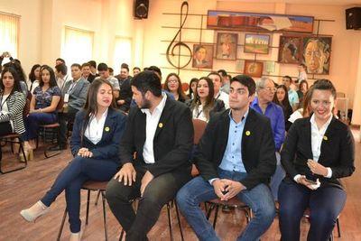 Unos 50 jóvenes culminan curso de formación de líderes juveniles