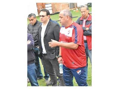Chiqui   Arce debuta en el Trico  y vuelve a dirigir en Paraguay