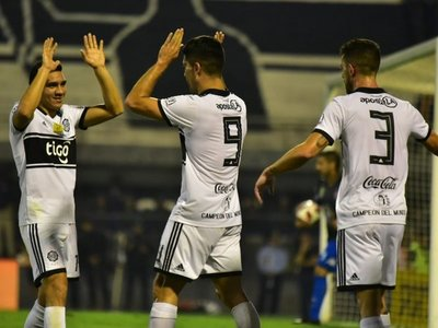 Olimpia golea a San Lorenzo y recupera la punta del Clausura
