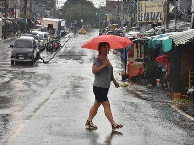 Lunes caluroso con lluvias dispersas, anuncia Meteorología