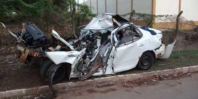 Automovilista muere tras desviar de camioneta y chocar contra columna