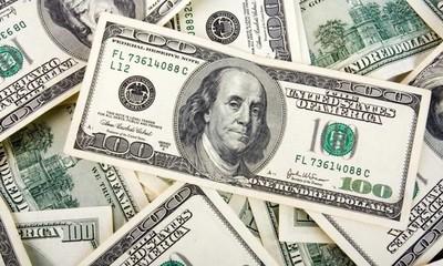 Dólar persiste al alza