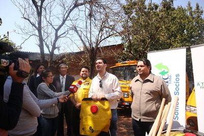 Incendios forestales: ATP entregó equipamientos para Bomberos del Guairá