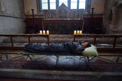 Noche de terror en una vieja iglesia inglesa