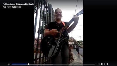 Cantar en el bus y en las calles, un talento muy poco valorado