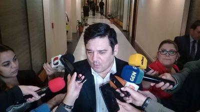 Absuelven al senador Enrique Salyn Buzarquis en caso por lesión de confianza