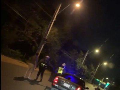 Zorros lo obligaron a bajar de su auto por manejar borracho