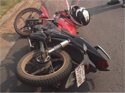 Motociclista murió tras chocar contra un cartel de señalización