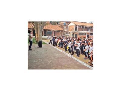 Padres aguardan respuesta del MEC por falta de docentes
