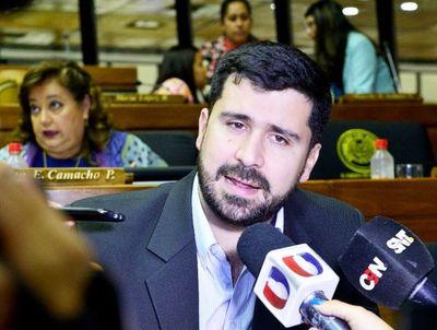 Cartistas apuntan ahora al intendente Mario Ferreiro