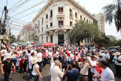 Manifestantes repudiaron gestión de Villamayor y exigieron su renuncia