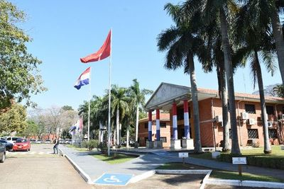 Apuntan a potenciar inserción de egresados de Becal a la UNA