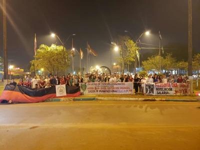 Docentes de la UNA continúan con las manifestaciones en Caaguazú