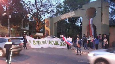 """Ambientalistas gritan """"el Botánico no se toca"""""""