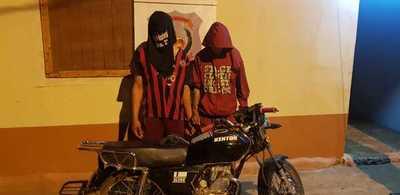 Atrapan a motochorros e incautan revólver y biciclo