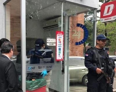 """Hackers roban casi G. 500 millones """"maniobrando"""" cajeros de BNF: Así opera la banda"""