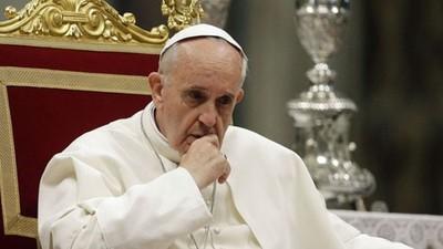 El papa recuerda que los imperios y las dictaduras siempre han caído