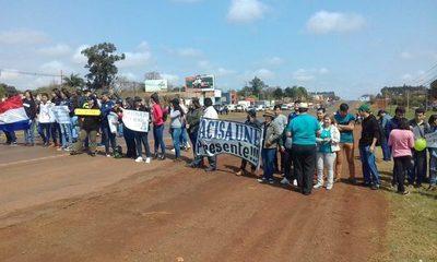 UNE continúa con protestas