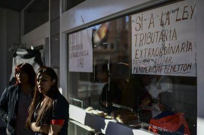 Huelgas y escuelas cerradas, sur petrolero argentino estrangulado por crisis