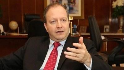 Economista advierte que una cesación generará más problemas e insta a mejorar el gasto público