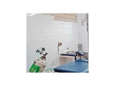Reparan  la pared de sala de partos del hospital de Mallorquín