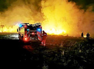 Fuego en una reserva de la Itaipú Binacional