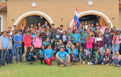 EBY desarrolló charlas sobre producción a estudiantes de Paraguarí