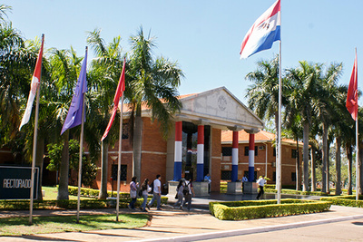 Hacienda buscará alternativas para que crisis no afecte a universidades