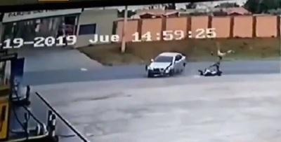 Adolescente sufre grave accidente de motocicleta