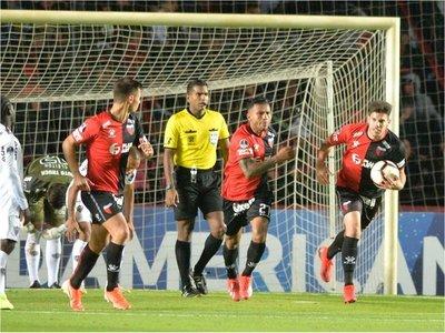Colón una mínima ventaja ante Atlético Mineiro