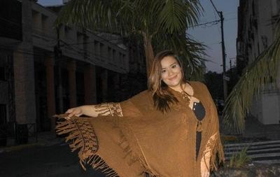 "HOY / Bisnieta de Emiliano R. Fernández presenta videoclip de ""13 Tuyuti"""