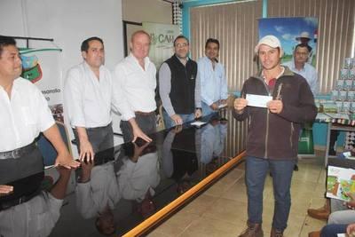 CAH DIO CRÉDITOS POR 247 MILLONES A 23 PRODUCTORES DE LECHE DE CAMBYRETÁ.